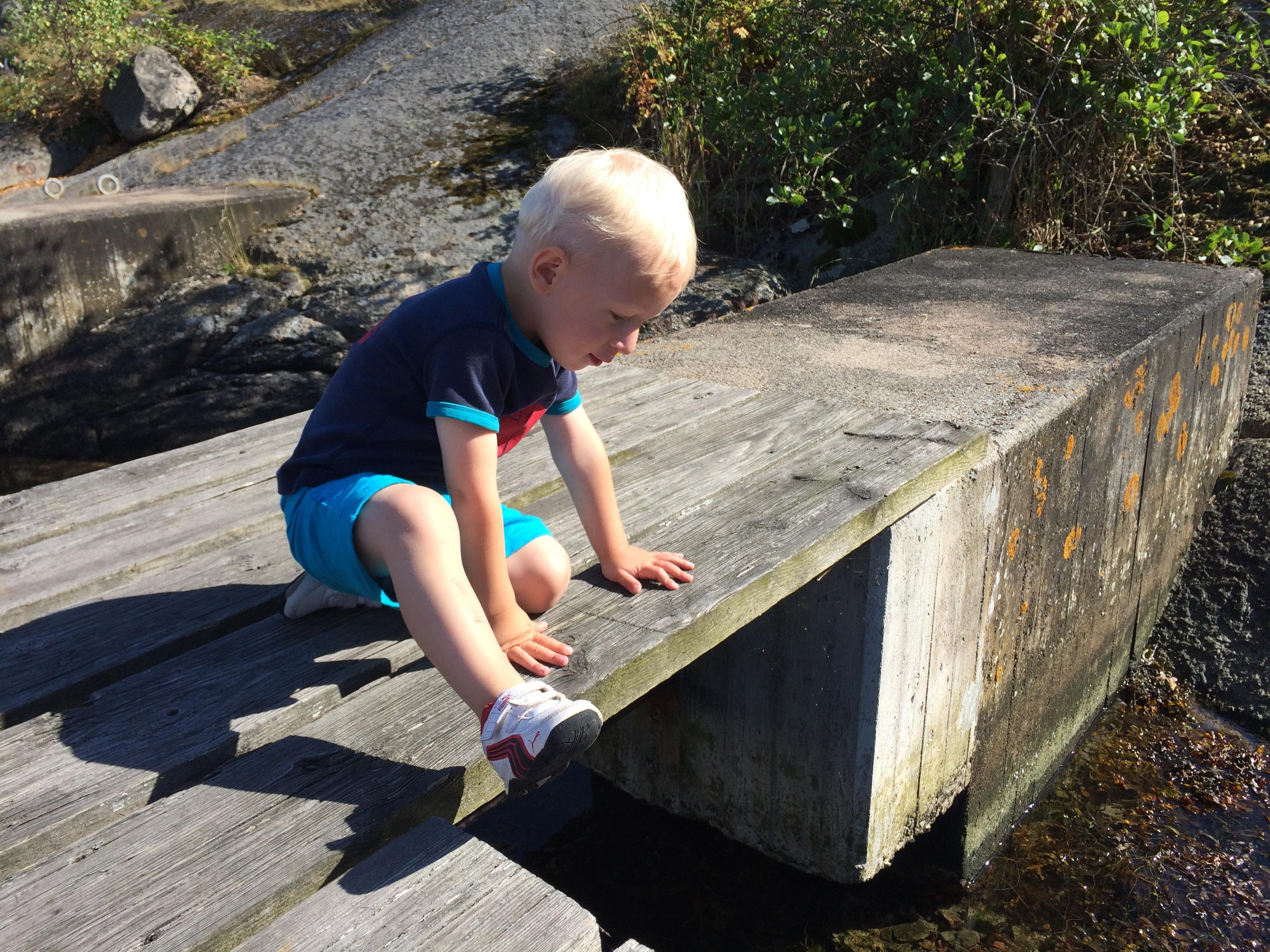 Elliot utforskar Tjärö